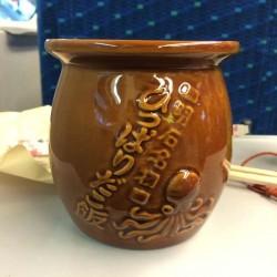 蛸壺を模した容器の明石名物「ひっぱりだこ飯」を東京駅で買って食らう!