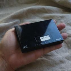 軽くて速くて安い!USB3.0対応の外付けポータブルハードディスク。Macでも使える!