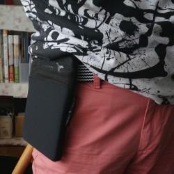 iPad miniをサッと取り出せる!ベルトに通してウェストバッグとして使えるタブレットバッグ