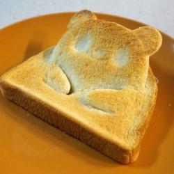 顔が起き上がるパンダのトーストが作れちゃうパンカッター