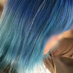 【派手髪】高円寺の美容室「rave Action and Hair!」でヘアティンセルを付けてみた