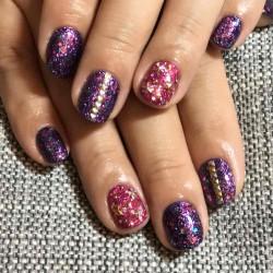 【メンズネイル】新宿区大久保のネイルサロンで紫とピンクのネイルにしてもらった