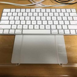 Magic KeyboardとMagic Trackpad 2をMacBookのような配置で使える!Crispy Backboard 2